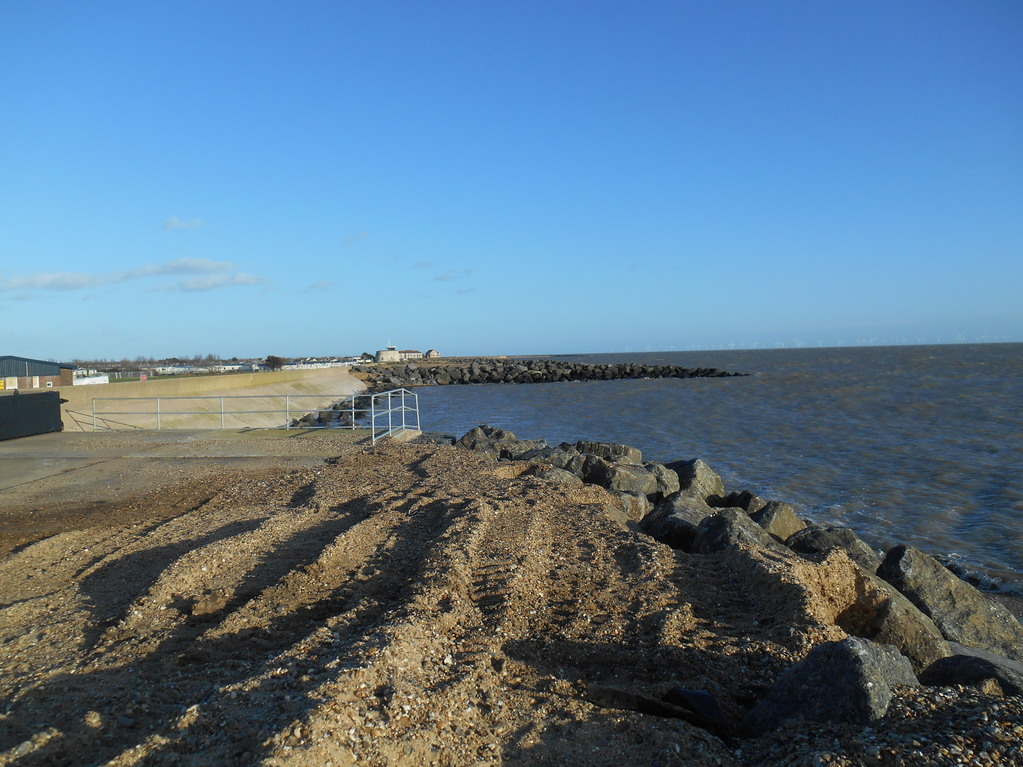 30Jan2016_highTideSeawick_seaReachesWall
